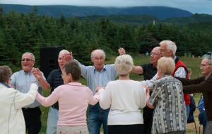 Seniorer danser i ring